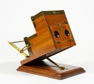 Kromscop viewer invented by Frederic Eugene Ives at the beginning of the 20th century